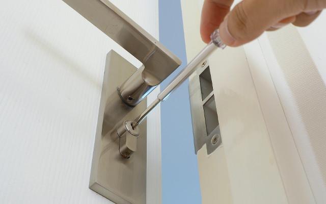 Pasos que debes seguir al momento de abrir una cerradura trabada.